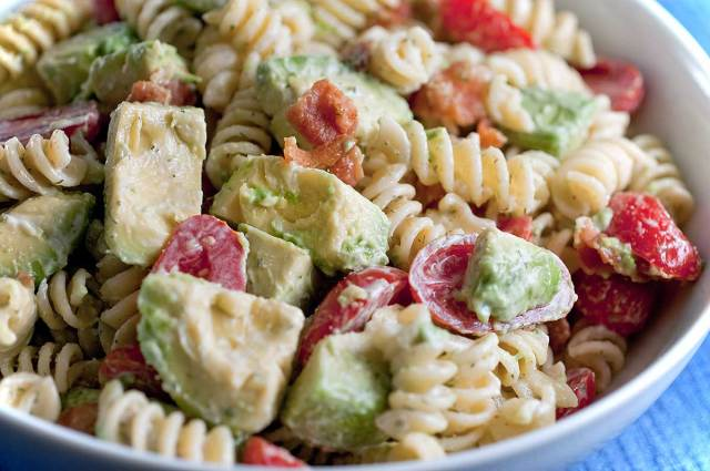 creamy-bacon-tomato-and-avocado-pasta-salad